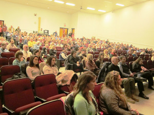 Big turnout — Medical providers, support group members, law enforcement and others at the Hometowns vs. Heroin panel last week. Chronicle photo/Cathy DeDe